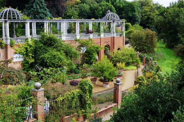 Hill Garden Amp Pergola Cavendish Banqueting Hall